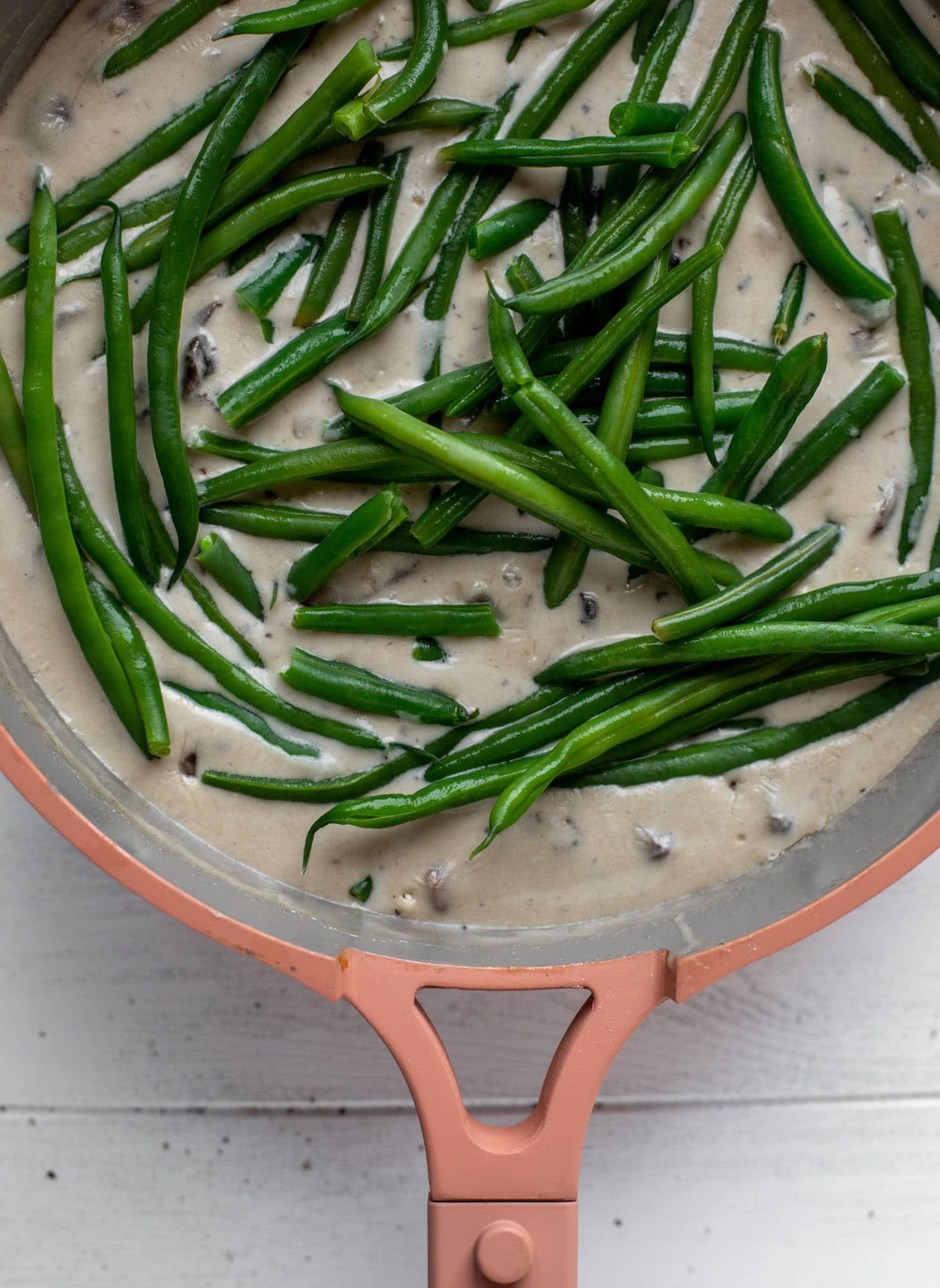 cream sauce with fresh green beans