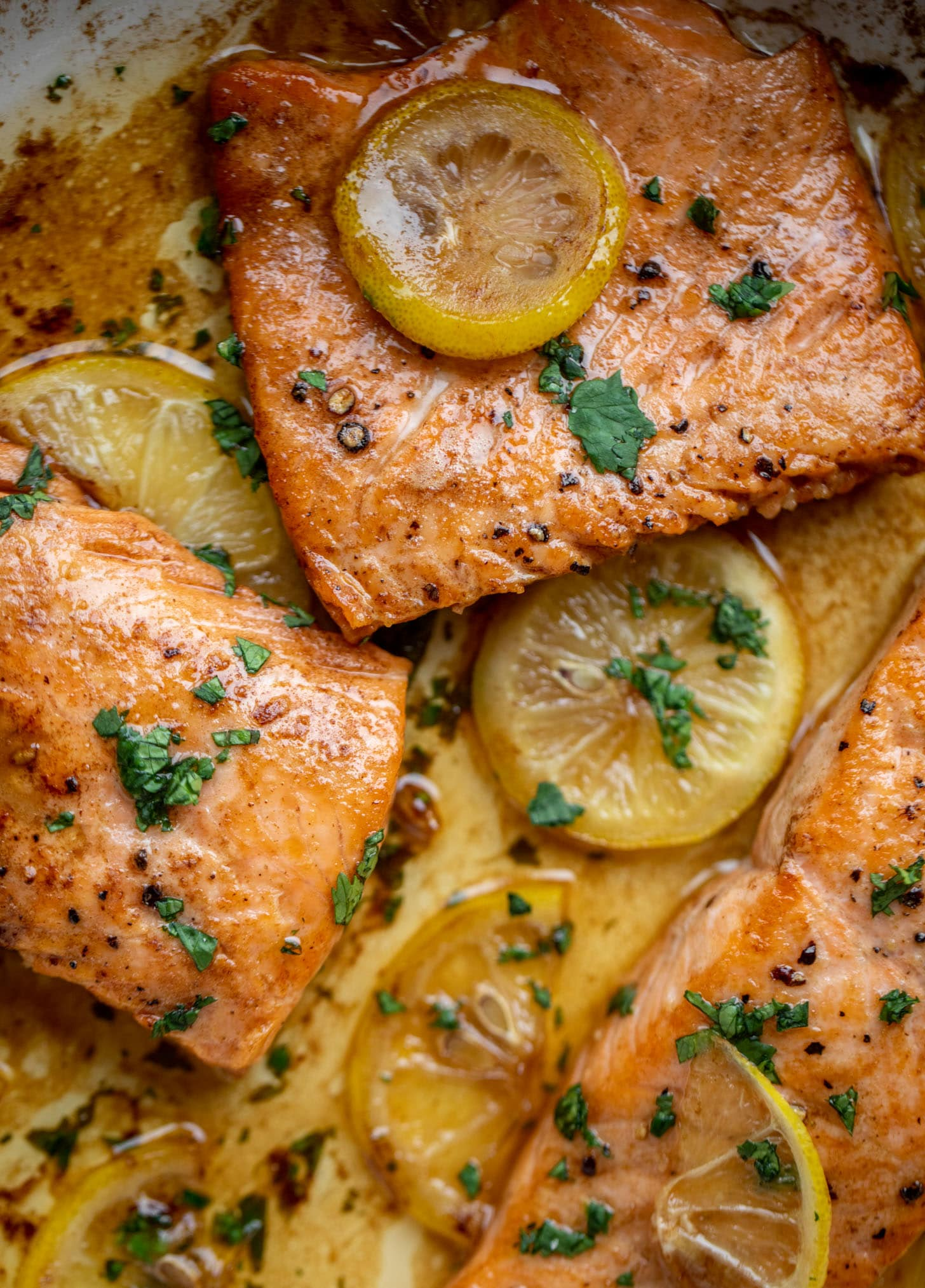 salmón mantequilla marrón limón