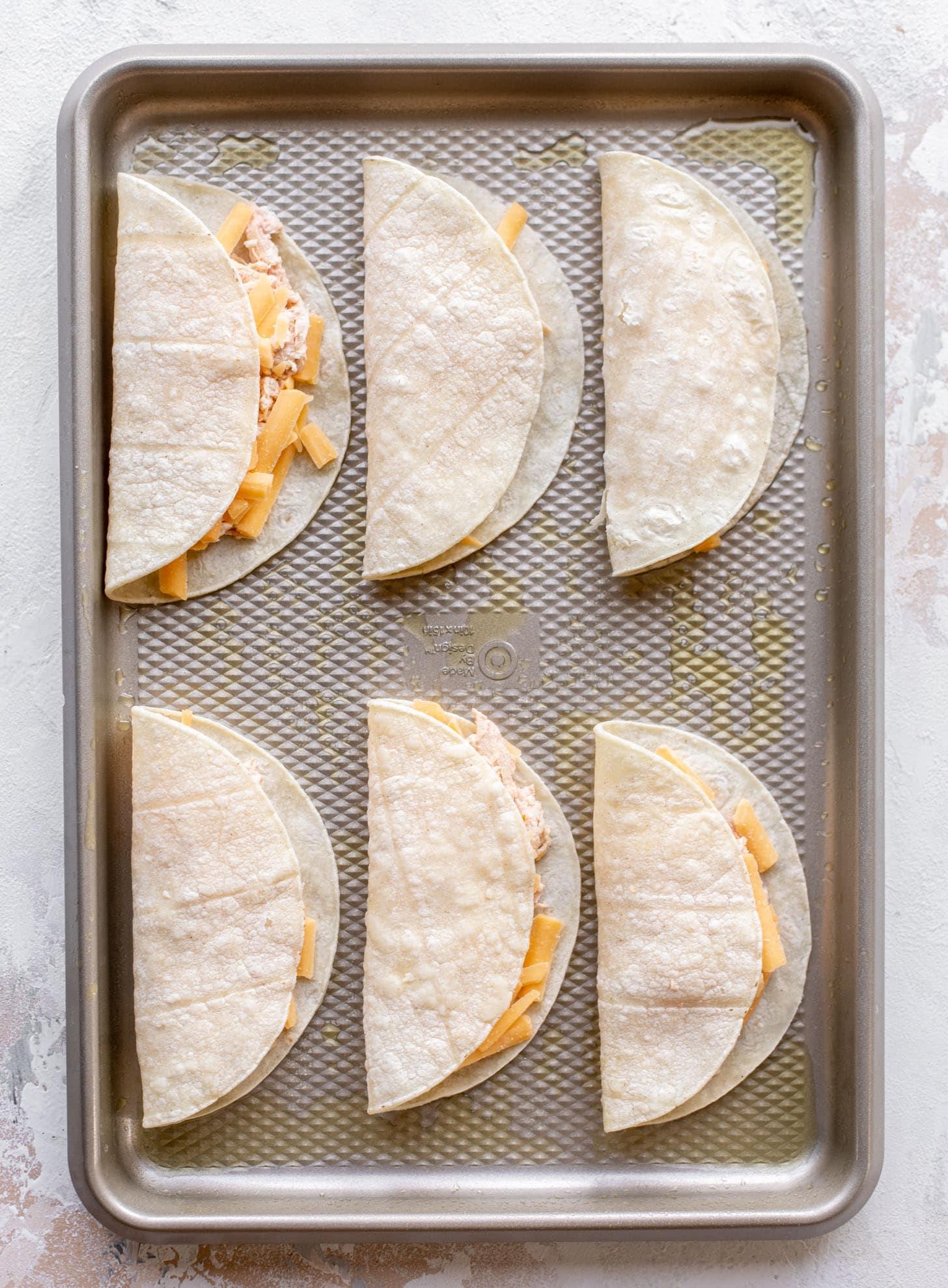 tortillas with salsa chicken filling