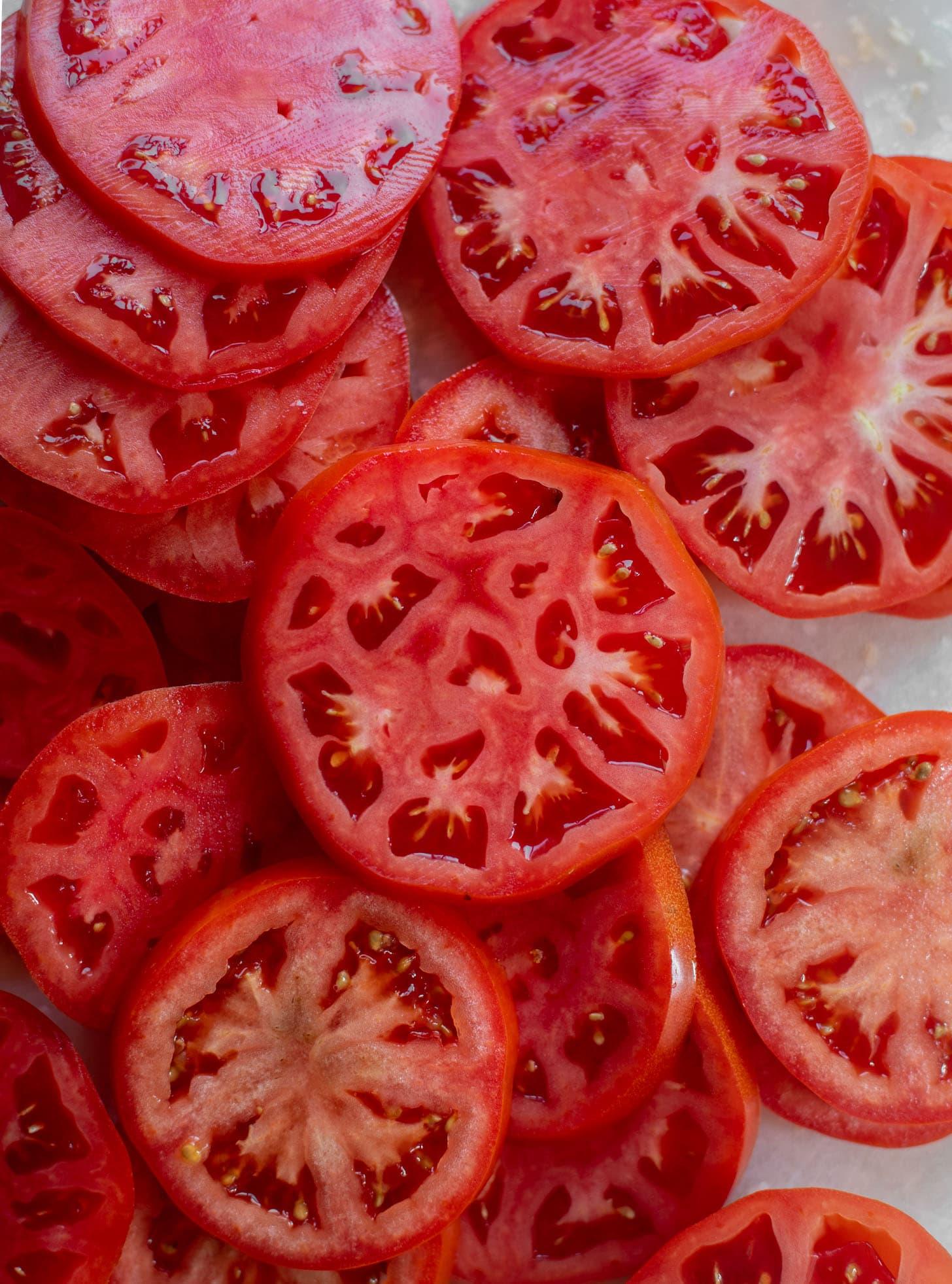 sliced sumemr tomatoes