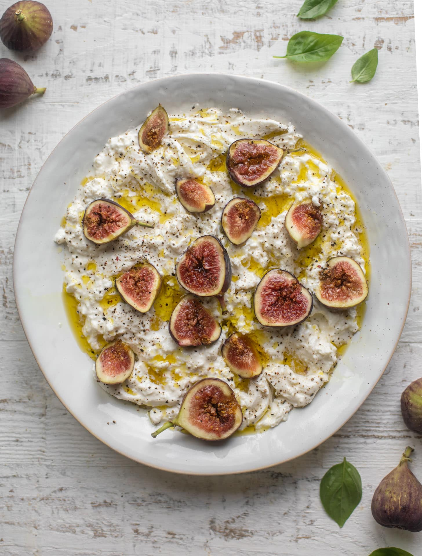 fresh figs with burrata and olive oil